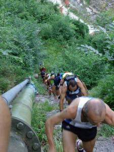 Salita alla scala Santa di Cardoso, primo tratto della gara